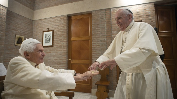 Pope Francis and Pope Benedict XVI receive first dose of the Covid vaccine