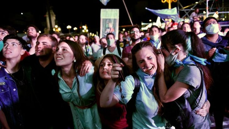 Argentina legalises abortion during first 14 weeks of pregnancy
