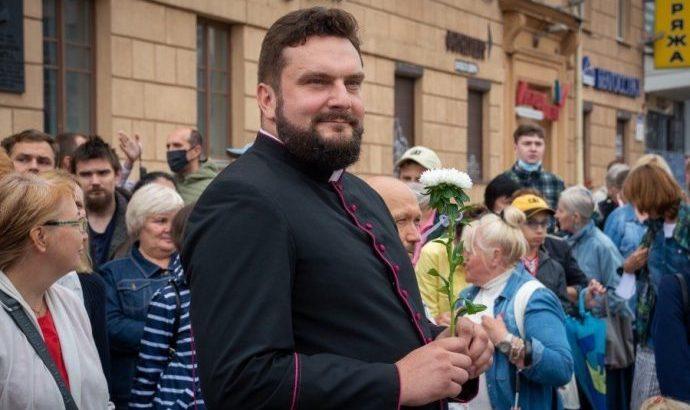 Belarusian president warns against singing of decades-old hymn