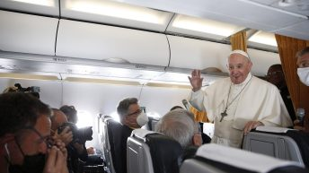 Pope addresses Communion questions on papal flight