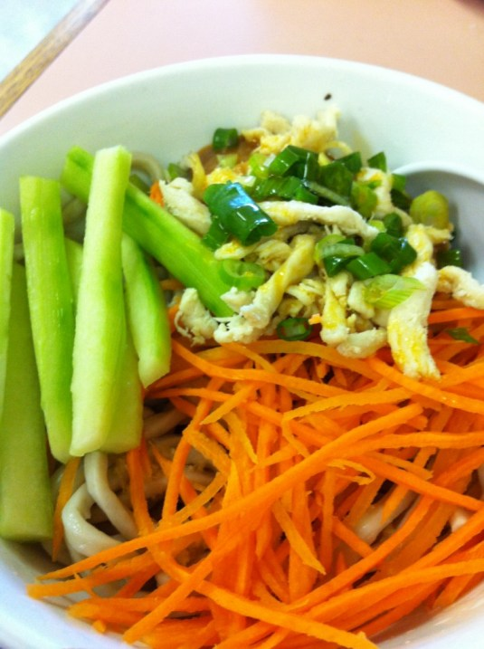 Cold Noodle Salad with Peanut Sauce and Boiled Chicken