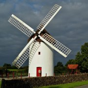 The Elphim Windmill, built by Edward Synge (c) Phil Burns/Flickr (CC BY-NC-SA 2.0)
