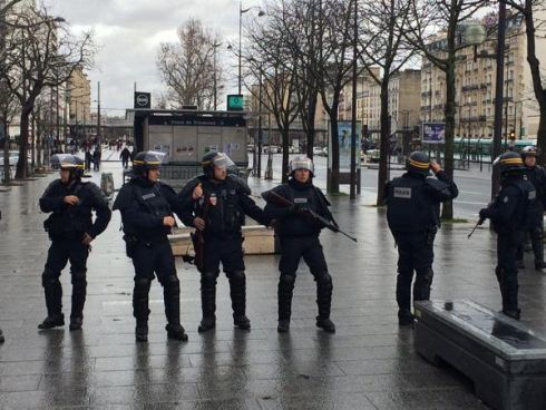 Paris hostage incidents concluded Armed police at the Porte de Vincennes hostage taking location  Photograph   Ruadhan Mac