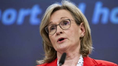 EU leaders to consider vaccine export bans as rollout anger grows, confirms McGuinness