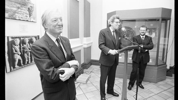 Lord Gowrie, then director of Sothebys, speaking at the National Museum of Ireland, with taoiseach Charles Haughey, and the director of the museum Dr Pat Wallace (right). Photograph: Irish Times