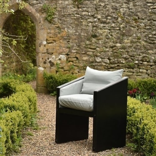 Outdoor Furniture Ideas 4: Create comfortable feature settings around the garden