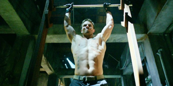 stephen-amell-workout1-600x300