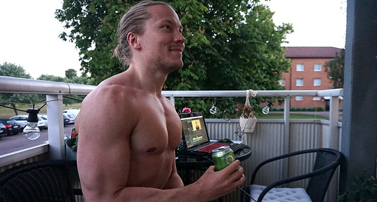 drinking-alcohol-while-traveling-and-getting-ripped