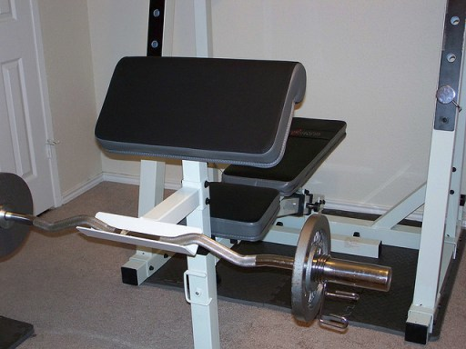 The preacher bench with arm pad