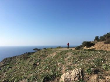 Lo spettacolare passaggio sulla salita che porta dalla Costa dei Gabbiani verso le Ripe Alte. Tappa di Pareti.