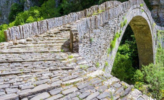 La pietra e il ponte