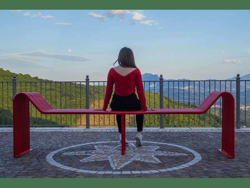 Copertina Torrioni panchina rossa