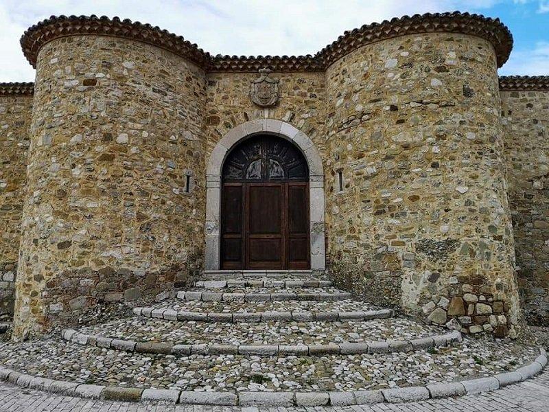 ingresso castello biondi morra