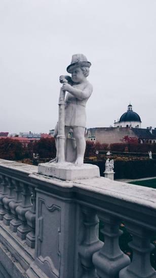 wien belvedere park statue