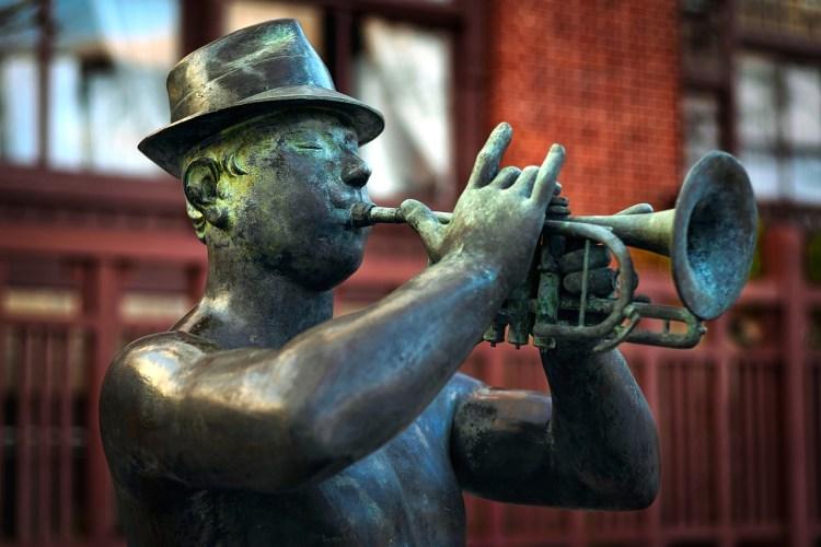 Un trompettiste diffuse un message haut et loin