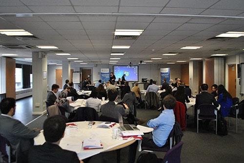Ταχύτητα χρονολογίων μεταπτυχιακούς επαγγελματίες του Λονδίνου πρόγραμμα συνομιλίας μ