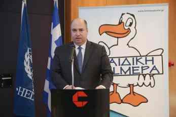 Ο κ. Χρ. Κωνσταντακόπουλος χαιρετίζει την εκδήλωση