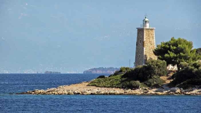 Η κατασκευή του φάρου ξεκίνησε το 1854 από την Γαλλική Εταιρεία των Οθωμανικών Φάρων. Το ύψος του πύργου του είναι 9 μέτρα και το εστιακό του ύψος είναι 16 μέτρα.