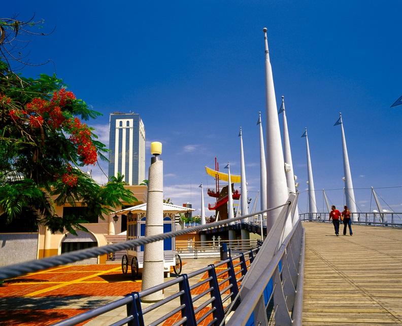 Malecones-turisticos-de-Guayaquil-Malecon-Simon-Bolivar