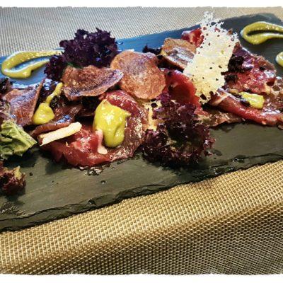 CARPACCIO DI MANZO Danese con crema di asparagi, crumble di olive taggiasche, croccante di parmigiano e chips di patate viola