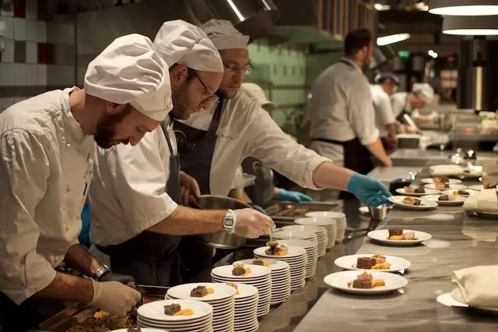 Bei Pre Opening durfte die Küche schon mal zeigen, was sie alles drauf hat | Foto: Monika Schreiner