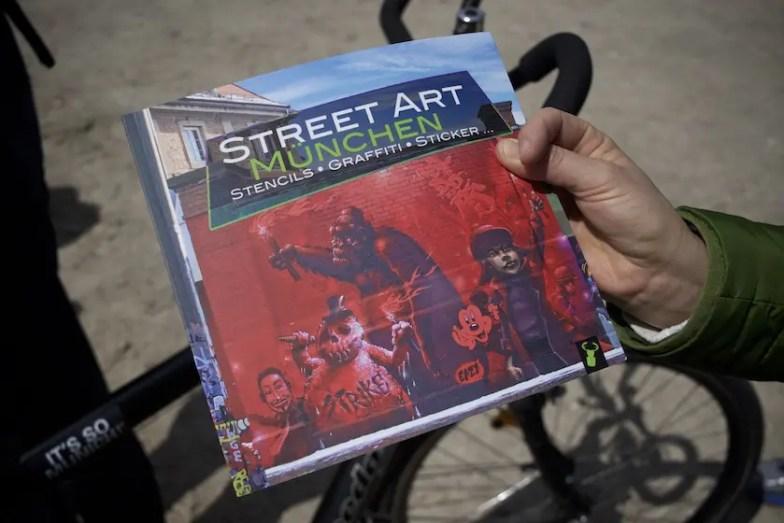 Streetart Safari mit Martin Arz vom Hirschkäferverlag / Foto: Monika Schreiner