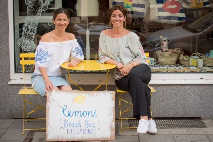 Katrin Tewes und Katharina Konte vor dem Lemoni Shop - ISARBLOG