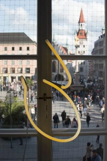 Coco Monaco heißt der neue Popup Store am Marienplatz. Bis Ende des Jahre kann man dort von Münchner Labels Mode, Kosmetik, Möbel und Delikatessen kaufen. Dazu gibt es auch noch einen wundervollen Blick auf das Münchner Rathaus.