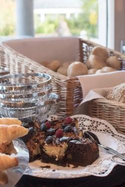 Frühstück mit Blick zu den Thermen   Foto: Monika Schreiner