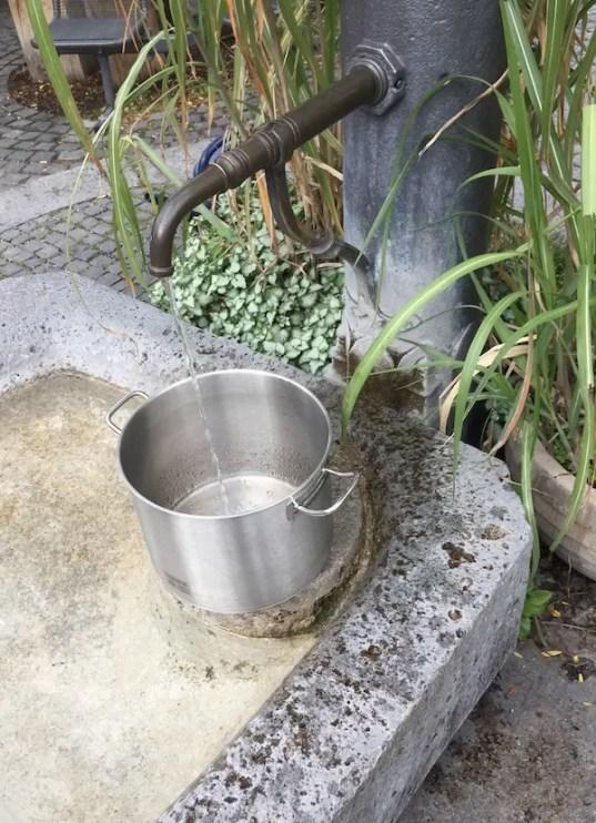 Wasser zum Kochen vom Brunnen | Foto: Gerhard Bauer
