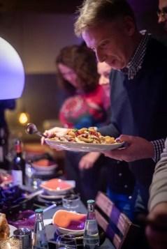 Serviert wird Zitronenhähnchen mit Aprkosen | Foto: Monika Schreiner