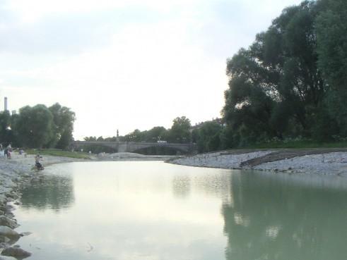 Blick flussaufwärts Richtung Wittelsbacherbrücke