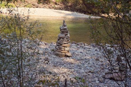 Steinpyramiden an der Ammer