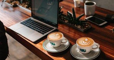 Homeoffice Laptop Cafe