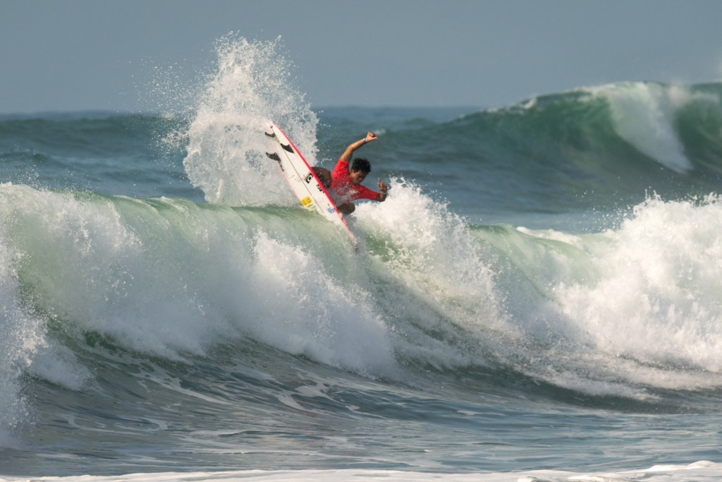Hiroto Ohara pleases the hometown crowd with a heat win in Round 1 of the Men's Division. Photo: ISA / Sean Evans