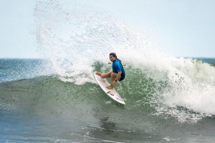 Brisa Hennessy de Costa Rica busca una Medalla de Oro en su primera participación en el ISA World Surfing Games. Photo: ISA / Sean Evans