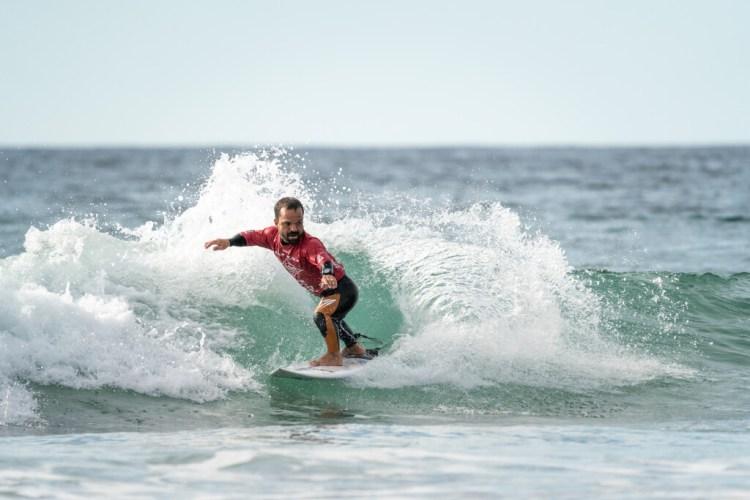 Roberto Pino se posiciona como un favorito al Oro de manera temprana al obtener los puntajes de ola y el total de serie más altos en el día inicial de la competición. Foto: ISA / Sean Evans