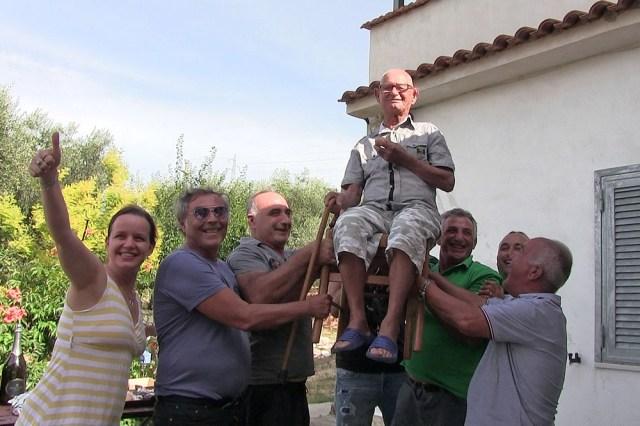 Momento di esultanza per festeggiare Domenico Maiorano