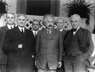 1006px-Portrait_of_Albert_Einstein_and_Others_(1879-1955),_Physicist