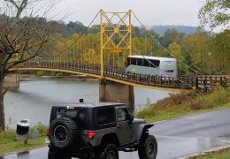 Brücke biegt sich durch