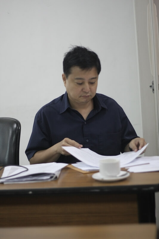 FSSI Executive Director Jay Lacsamana reviews relevant documents and gives an update on the lobby to enact the Poverty Reduction Through Social Entrepreneurship Bill.