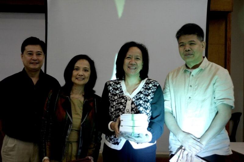 FSSI's Jay Lacsamana, ISEA's Lisa Dacanay and Rep Tanada's Chief of Staff (CoS) Jessica Cantos present a certificate of appreciation to NAPC USec Esguerra as resource speaker during the dialogue.