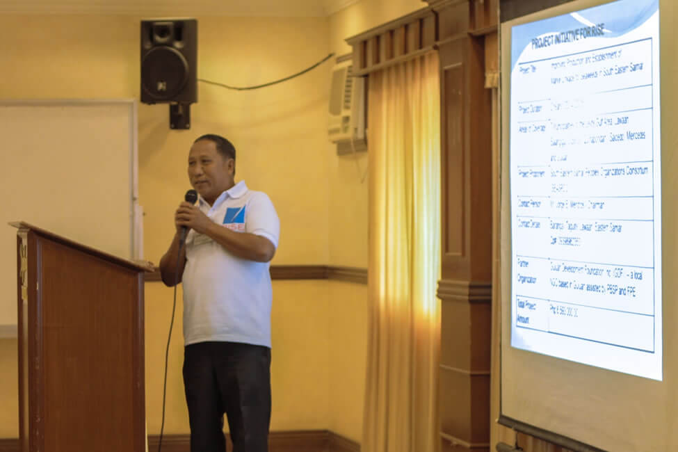 Mr. Jorge Mendros, Chairman of the South Eastern Samar People's Organizations Consortium (SEASPOC), presents their RISE Evolving Initiative to rehabilitate their sea weed production project involving close to 800 fishers from 22 barangays, in a way that would improve their productivity and access to markets.