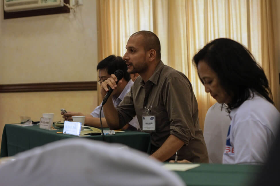 Mr. Tariq R. Riebl, Humanitarian Response Manager of Oxfam explains their focus in Eastern Samar, Leyte and Northern Cebu during the dialogue between the SERVE Conference participants with social enterprise resource institutions.