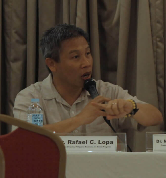 Mr. Rafael C. Lopa, Executive Director of Philippine Business for Social Progress (PBSP), discusses PBSP's advocacy towards inclusive business during the dialogue between the SERVE Conference participants and the business sector.
