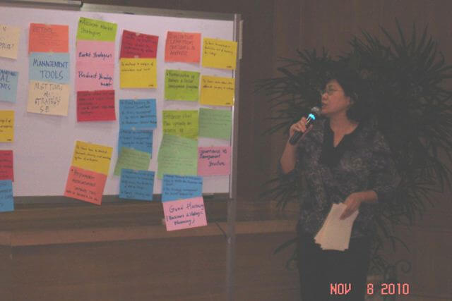 Rosalinda Roy, resource person-facilitator, synthesizes expectations shared by workshop participants.
