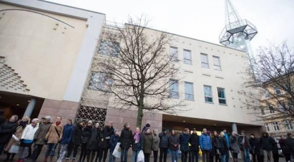 Стотици норвежци заобиколиха джамия в Осло
