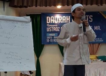 Ustadz Abdul Somad tengah mengisi kajian. Foto: @Hardi Ansyah