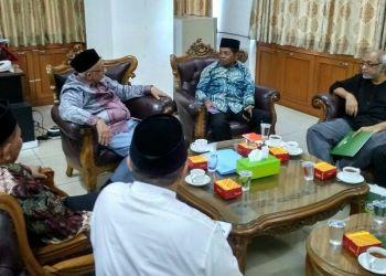 Menteri Sosial Idrus Marham bersilaturahim ke Dewan Dakwah Islamiyah Indonesia di Jalan Kramat Raya 45 Jakarta Pusat pada Jumat (23/03/2018) sore. Foto: Rhio/Islampos.