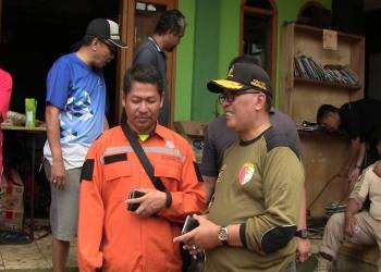 Wakil Walikota Bandung Oded Muhammad Danial kunjungi wilayah terdampak banjir bandang di Jatihandap, Kota Bandung. Foto: Saifal/Islampos.